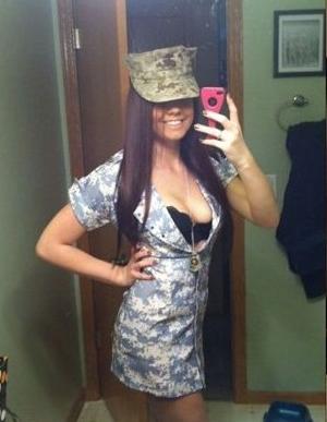 开放大胆!各国女兵疯狂自拍照
